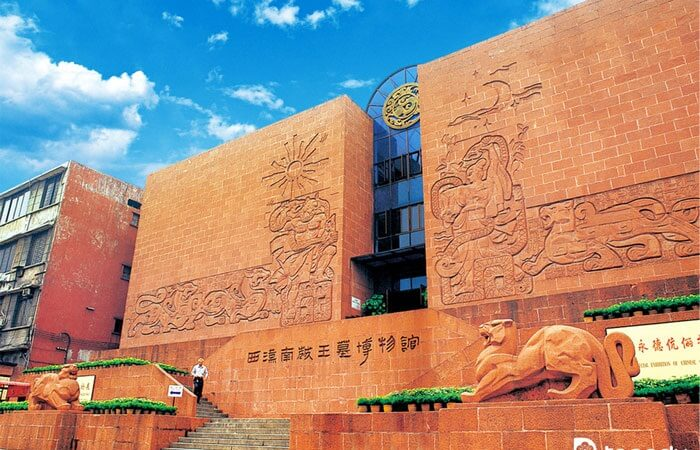 , tempat wisata di Guangzhou ini juga menjadi salah satu dari 80 museum paling terkenal di dunia dengan luas 14.000 meter persegi meliputi 10 ruang pameran.