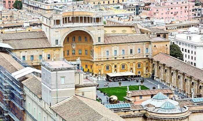 Tempat wisata di Italia ini menampilkan karya-karya terbaik milik Gereja Katolik Roma.