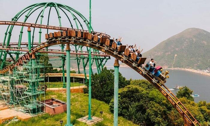 Walau namanya Ocean, di tempat wisata di Hongkong ini juga ada hewan darat dan burung
