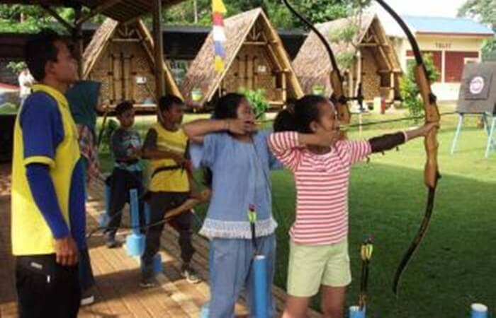 Panahan merupakan kegiatan yang baik untuk melatih fokus dan keterampilan motorik halus pada anak anak