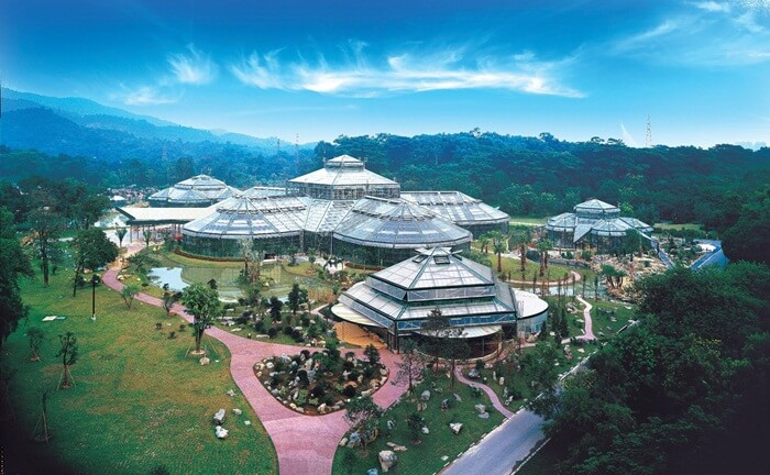 Tempat wisata di Guangzhou ini berisi bermacam-macam species tanaman.
