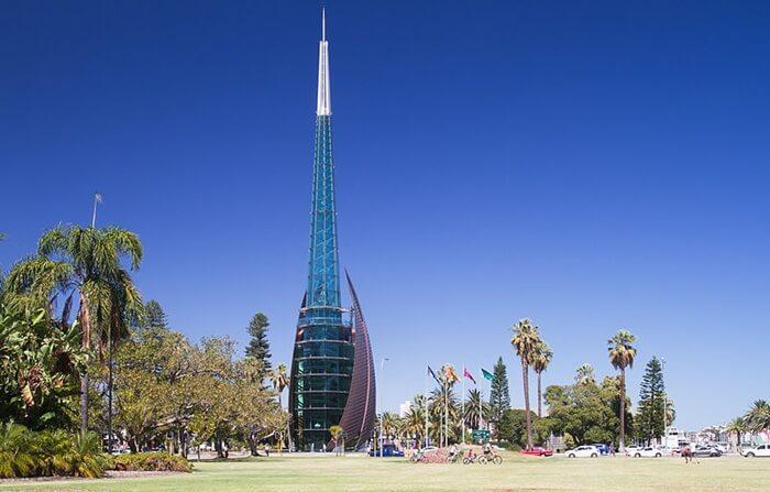 Menara itempat wisata di Perth ni memiliki 18 lonceng di dalamnya dengan berat gabungan sekitar sembilan ton.