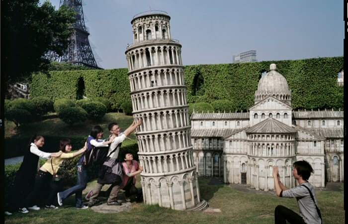 Di dalam taman tempat wisata di ShenZhen ini, terdapat tiruan bangunan ikon dari seluruh dunia, termasuk borobudur