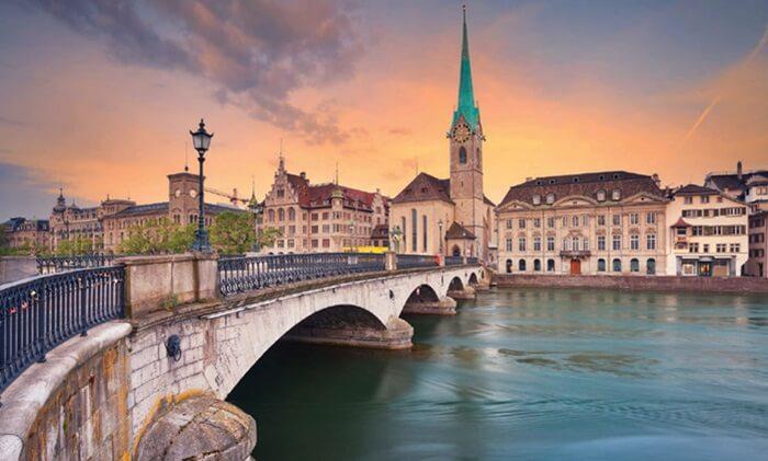 Bukti tertua berdirinya Kota tempat wisata di Swiss ini bertahun 929 masehi.