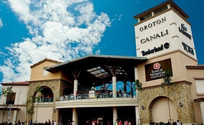 tempat wisata di johor bahru yang menawarkan wisata berbelanja barang bermerek internasional dengan lebih dari 130 outlet
