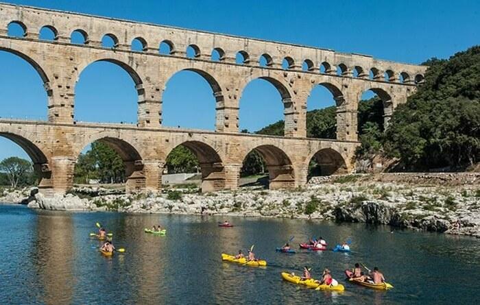 Jembatan tempat wisata di Perancis ini memiliki tiga tingkatan lengkungan, dengan ketinggian 48,8 m, dapat menyalurkan sekitar 200 juta liter air setiap hari