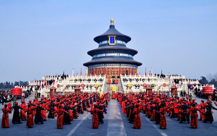 Tempat wisata di Beijing ini memiliki luas 2.700.000 meter persegi. Temple of Heaven lebih besar dari Kota Terlarang.