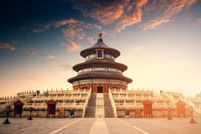 Banyak tempat wisata di Beijing yang termasuk sebagai terpopuler di China. Selain sebagai ibu kota negara, kota ini banyak mempunyai bangunan bersejarah yang masih berdiri kokoh dan terawat dengan baik