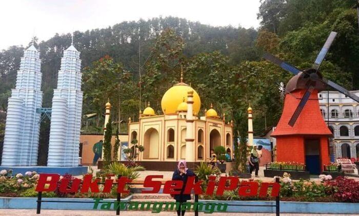 tempat wisata tawangmangu Kawasan wisata alam Bukit Sekipan ini bisa dimasukkan ke dalam kawasan wisata terpadu.
