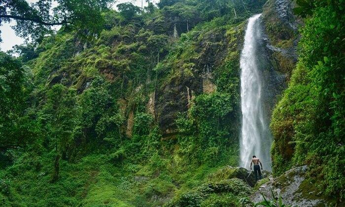 Tempat wisata Pekalongan Curug Muncar memilki ketinggian mencapai 90 meter
