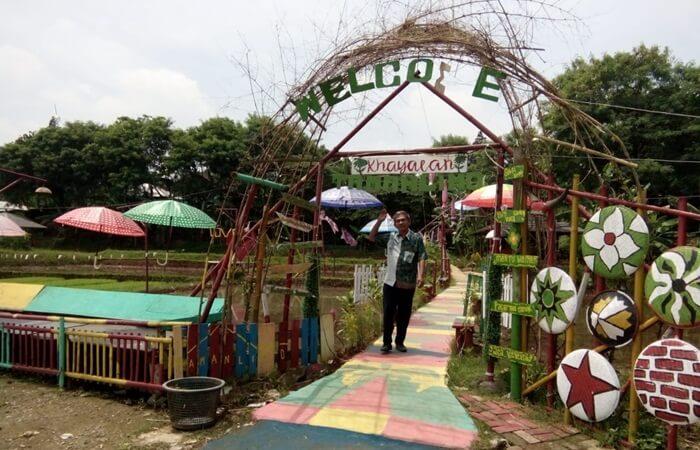 Gerbang taman limo Jatiwangi didesainunik dnegan menggunakan bahan alami