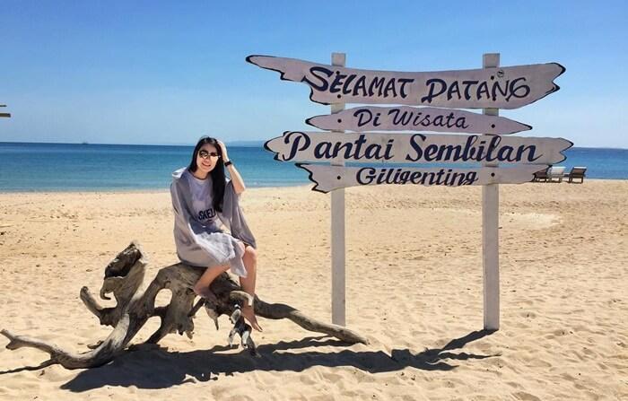 Tempat wisata Madura terkenal di pulau ini adalah Pantai Sembilan. Dulunya, Pantai Sembilan merupakan sebuah pelabuhan kecil.