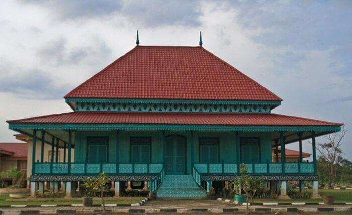 Istana Pelawan menjadi istana Sayap Istana Siak