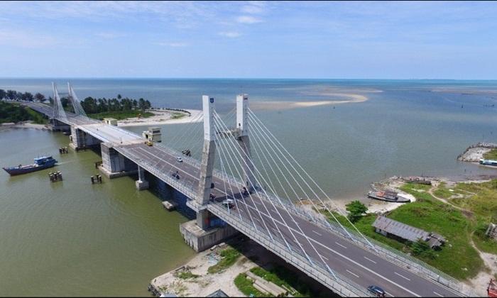 Keunikan jembatan tempat wisata Bangka ini terlihat dari fungsinya. Dimana jembatan ini memakai teknologi bascule.