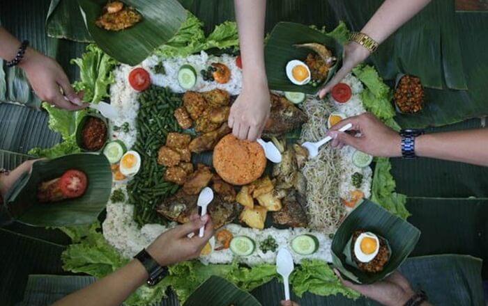 Nasi bancakan, salah satu menu tradisional di pedesaan jawa