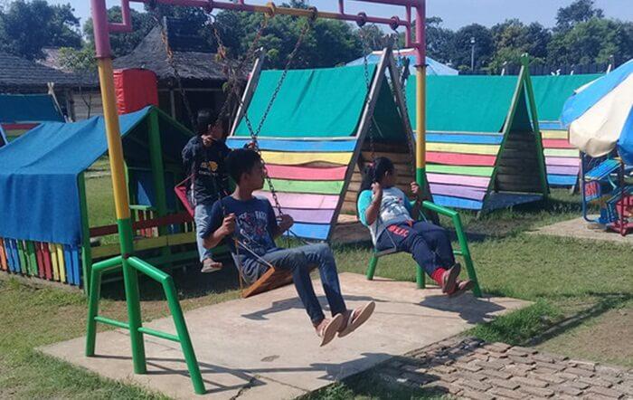 Playground taman limo jatiwangi bermanfaat memberikan kesempatan anak-anak untuk meningkatkan perkembangan kognitif, emosi, sosial, dan motorik