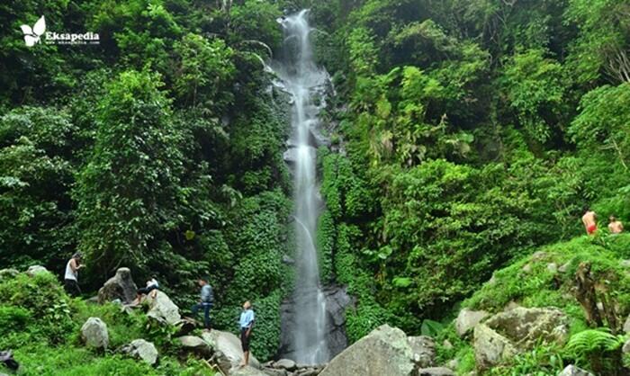 Curug Semirang merupakan sebuah tempat wisata ungaran yang cukup populer. Dengan ketinggian air terjun yang mencapai 45 meter
