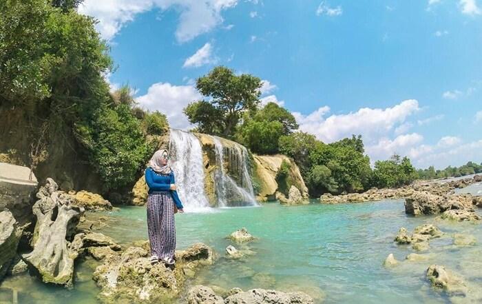 Tempat wisata Madura Air terjun Toroan Sampang adalah satu-satunya air terjun yang berada di Madura.