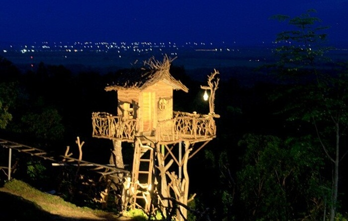 Di tempat wisata Madura dataran tinggi ini, pengunjung dapat menikmati kota Sumenep dari atas Ketinggian.