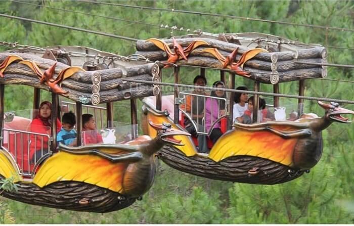cable car Mikie Holiday Funland memebrikan sensasi melayang bagai karpet terbang