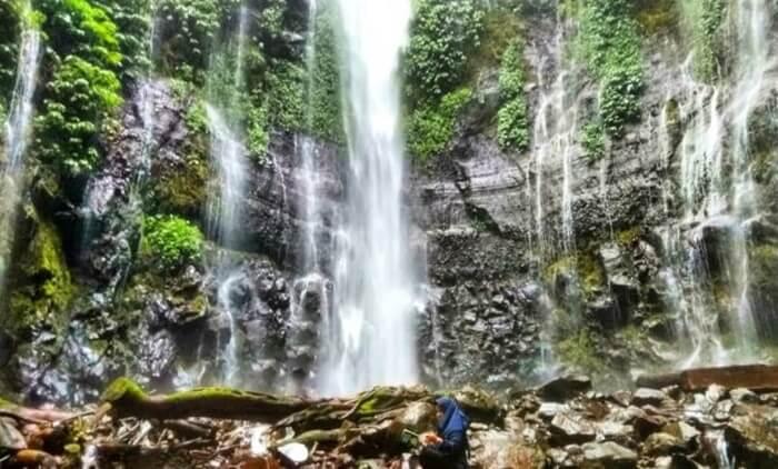 tempat wisata Ungaran Curug Lawe menyajikan pesona air terjun yang sejuk dan menawan. Berada di kaki Gunung Ungaran