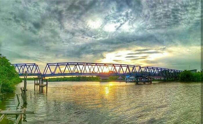 Jembatan Nyirih Selat Morong penghubung melintasi selat rasa sungai