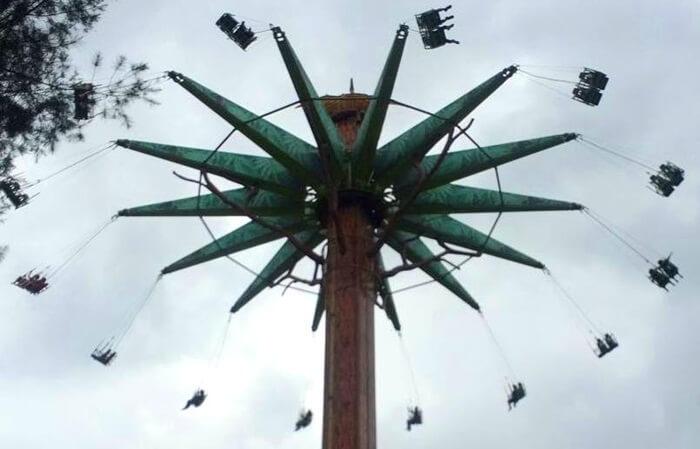 jurasik tree Mikie Holiday Funland meberikan ketegangan maksimal namun tetap aman