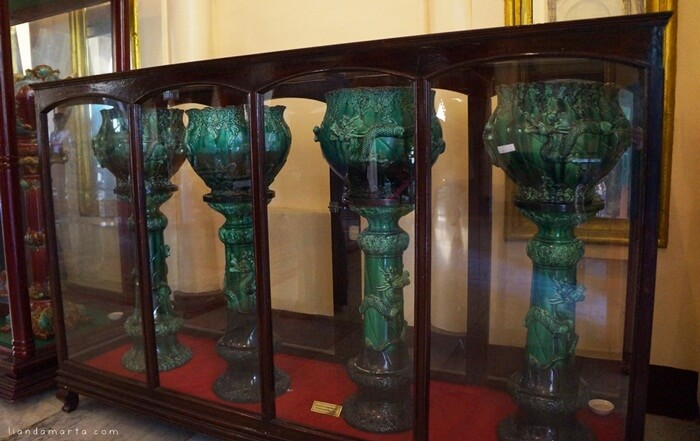 koleksi guci China di Istana Siak