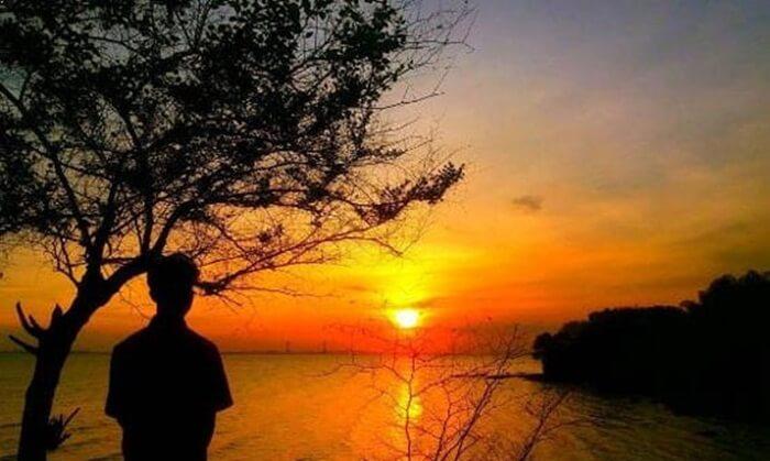 Di Tempat wisata Madura ini juga terdapat bukit karang yang tingginya sekitar 20 hingga 25 meter.