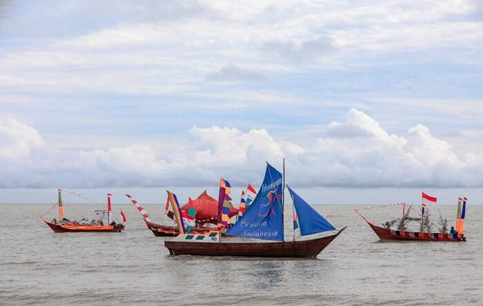 sampan hias di festival pulau rupat, merupakans alah satu kegiatan diantara banyak kegiatan menarik lainnya