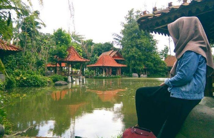 Tempat wisata Ungaran Watu Gunung menawarkan wisata alam dengan nuansa khas Jawa.