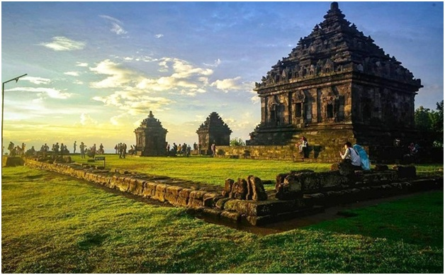 Candi Ijo merupakan candi tempat wisata Sleman yang letaknya paling tinggi di Yogyakarta