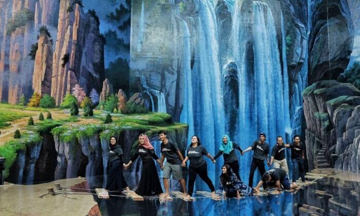 tema Jembatan reyot seperti Amazing Art World Bandung ini, munkgin adalah tema terpopuler yanga da hampir di sleuruh Studio 3D di seluruh indonesia
