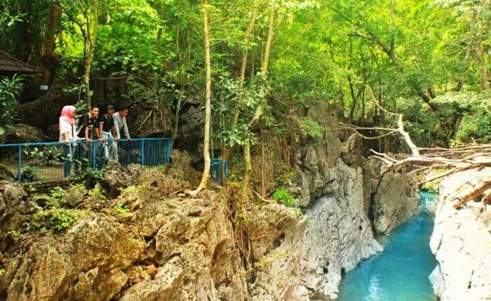 Tempat wisata Sumbawa ini diberi nama liang bukal karena memang goa ini dihuni oleh banyak kelelawar.
