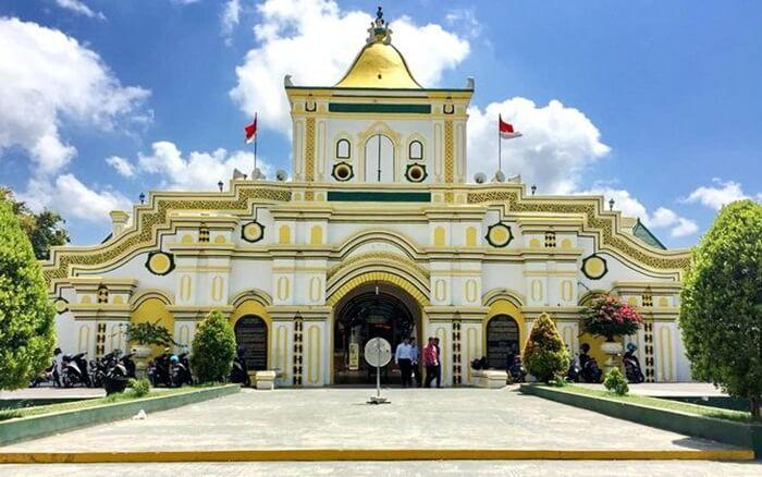 Masjid Jamik tempat wisata Sumenep saat ini telah menjadi salah satu landmark di Pulau Madura.