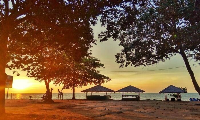 Pantai Tempat wisata Singkawang Palm Beach, sebenarnya sebuah resort yang berada di dekat Pantai.