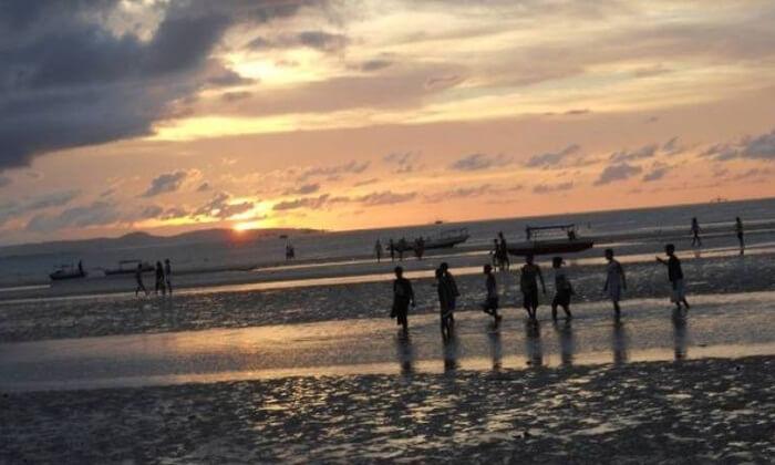 Tempat wisata Kupang, Pantai Nunsui  adalah sebuah Pantai yang lokasinya berdekatan dengan dua obyek wisata pantai lainnya yaitu Pantai Laisana dan Pantai Manikin.