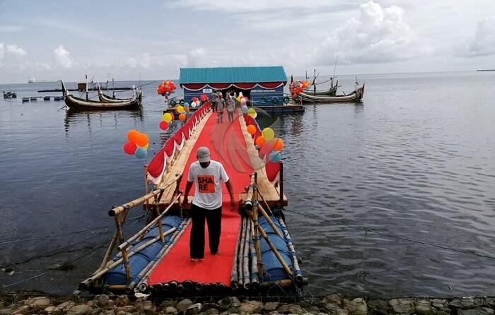 Pantai Pathek terletak di Desa Gelung, karenanya pantai tempat wisata Situbondo ini juga dikenal dengan nama Pantai Gelung