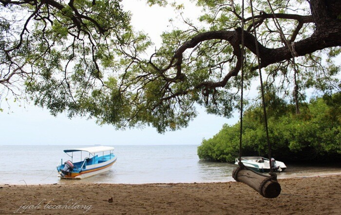 Tempat wisata Situbondo Pantai Bama, lokasinya yang berada di ujung taman nasional Baluran.