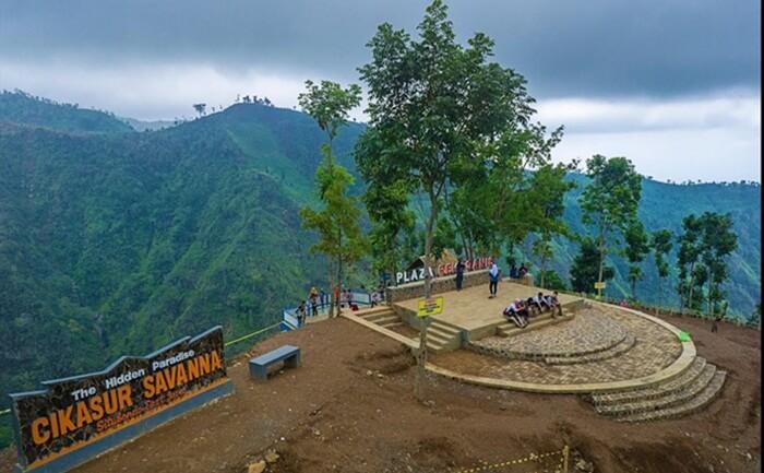 Gunung tempat wisata Situbondo ini memiliki ketinggian 3.088 Meter yang merupakan bagian dari pegunungan yang yang berada di Kabupaten Probolinggo.