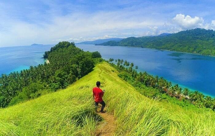 Akses yang mudah membuat pulau tempat wisata Gorontalo ini terkenal di kalangan warga sekitar dan juga turis dari luar kota maupun luar negeri.