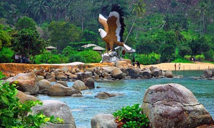 Tempat wisata Singkawang ini terletak di dekat Pantai Simping dan juga Pantai Bajau.
