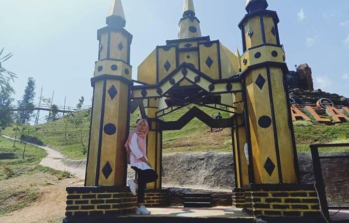 Spot Castle at palalangon Park Cibodas