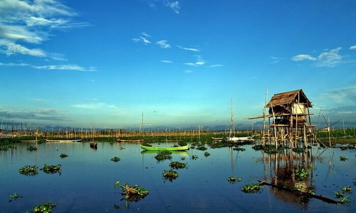 Para pengujung tempat wisata GOrontalo ini dapat menikmati berbagai kegiatan. Antara lain, memancing, lomba berperahu, atau berenang