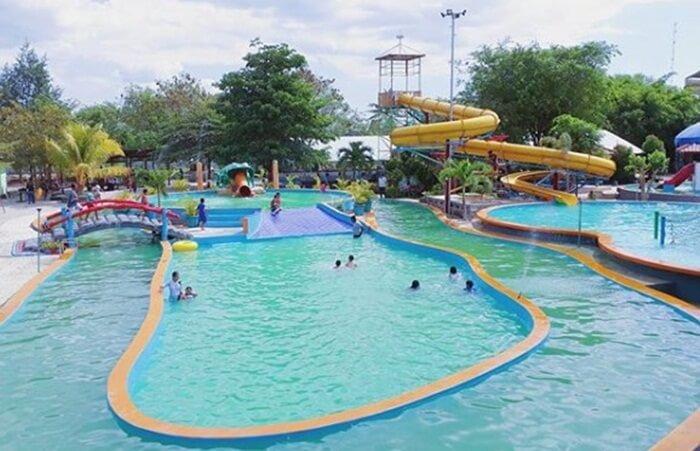 Kupang Waterpak merupakan tempat wisata Kupang yang berada di Kota Kupang. Taman bermain air ini memiliki luas mencapai 1 hektare