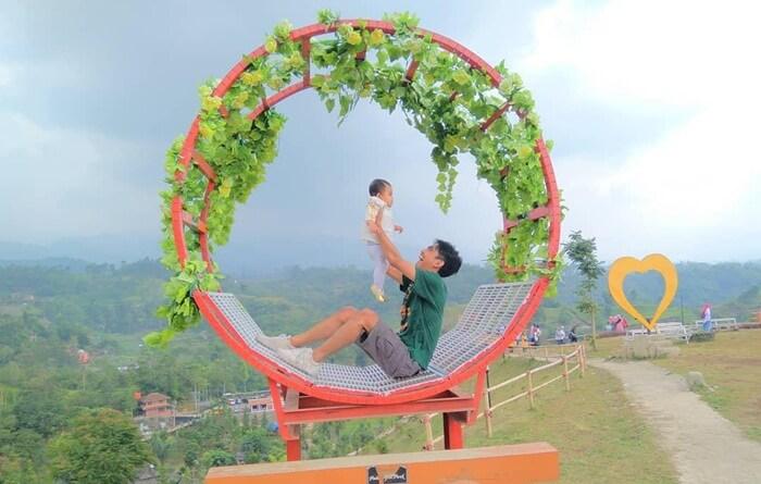 Quality Time ayah-anak di taman Palalangon Park