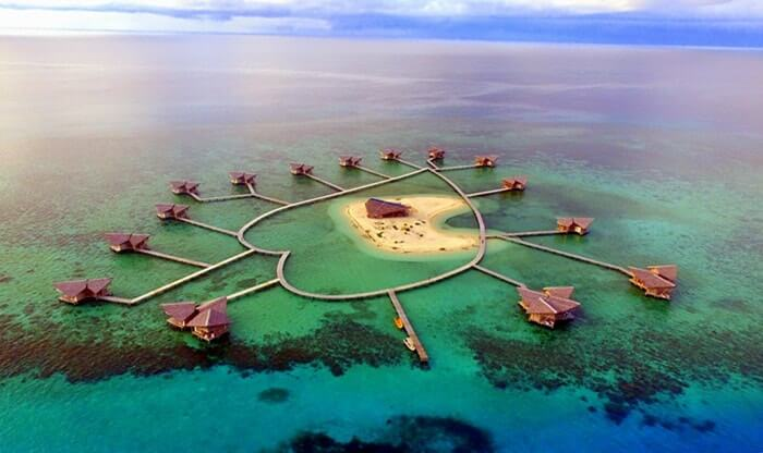 Hal menonjol dari pulau tempat wisata Gorontalo ini dibandingkan pulau kecil lain adalah bentuknya. Pulau Cinta ini punya bentuk yang unik yaitu berbentuk love.