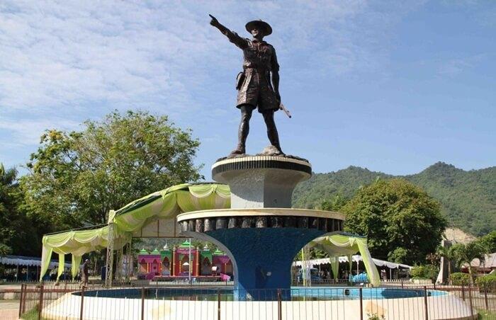 Tempat Wisata Gorontalo menawarkan sensasi liburan yang tidak terlupakan. Beberapa objek wisata disini bahkan mengalahkan objek wisata yang ada di Luar Negeri yang terlebih dahulu Populer.