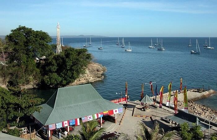 Kota ini menyimpan banyak pesona tempat wisata Kupang. Khususnya bagi pengunjung yang memiliki ketertarikan dengan wisata Laut dan pantai.