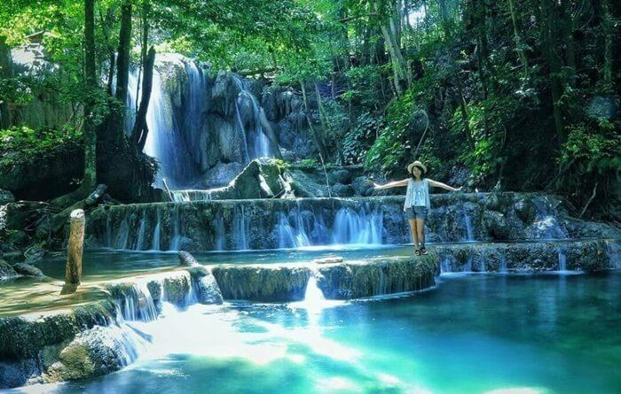 air terjun tempat wisata Sumbawa yang keindahannya bisa memukau siapa saja yang datang ke kawasan ini.